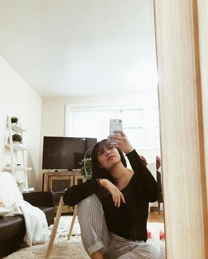 Just got home from work that started at 4am .. fresh k pa ba? 😅 time to go back to sleep 💤 . . . . . . . . . #selfie #mirrorselfie #pinay #asian #girl #love #ootd #fashion #fashionblogger #fashionista #fashionweek #streetwear #streetphotography #streetfashion #canada #manitoba #clozette