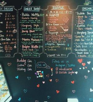 Saving some room for desserts 🍨 . . . . . . . . . . . #dessert #desserts #desserttable #dessertstagram #dessertporn #cake #sweet #sweepstakes #cakeroll #bubbletea #bubblemilktea #winnipeg #canada #corydon #corydonwinnipeg #blog #blogcanada #bloggercanada #bloggerlife #clozette #sweettooth #rollcake