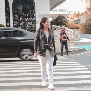 Casually strutting🏃 #streetstylelook #clozette