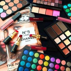 #Flatlay #Colors @enhance_cosmetics 🖤🖤🖤🖤🖤🖤🖤