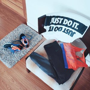 Workout gear in place with my trusty Nike Zonal Strength Tights! 💪🏼😋 Now I'm ready for some action, to work out better. 🏃🏻 Nike Zonal Strength technology places areas of compression and areas of stretch precisely where you need them to help reduce vibration without restricting movement. 👑 #NikeTights #WorkoutOOTD #DoYouBelieveInMore #Clozette