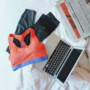 My morning routine? 🌤 Checking the news, scrolling through social media, and getting healthy by working through my fitness goals with my Nike Zonal Strength Tights. ❤️ #NikeTights #WorkoutOOTD #DoYouBelieveInMore #Clozette
