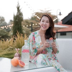 Getting a cocktail to unwind with the newAbsolutGrapefruit. Really like the citrusy note andgoes reallywell with just some soda waterand a slice of citrus fruit.AbsolutGrapefruit is nowavailableintravel retail outlets, so don't forget to grab oneon your journey when you're next flying!@absolutvodka #takemetothesunset #absolutvodka