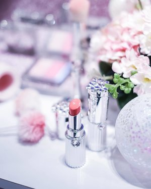 Had my princessy moment at @jillstuartbeauty.sg Beauty LaunchPad event in @sephorasg this afternoon exploring all the 10 different shades of the new Beauty Lip Blossom Shiny Satin  and 7 shades from the Blend Blush Blossom.  Oh yes, from now till 24 April, you get to receive a free gifts with purchase above S$50 and free engraving when you buy any lip blossom. You also get a chance to enter a lucky draw with purchase of any JILL STUART product to win a FULL set of Lip Blossom Shiny Satin (worth S$380)! What are you waiting for? Check them out before 24 April at @sephorasg in @ion_Orchard. . .📸: @j._lin   @kimbae_xoxo   @fujifilmsg XT3 #jillstuartbeauty #jillstuartbeautysg #sephorasg #hannahsbeautystash #sgbeautyblog #sgbloggers #sgbeauty #sgbeautybloggers #beautyblogger #bbloggers #singaporebloggers  #clozette #beautydiary #beautyflatlay #beautytalk#beautygram #beautyblogs #beautysg #beautyaddict #beautycare #beautymania