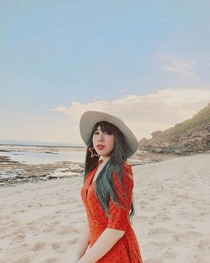 Chasing Sunset 🌅 . . 📍Nyang Nyang Beach . . . . . . #clozette #clozetteid #travel #nyangnyangbeach #bali #balibible #thebalibible #beach #balibeach #wheninbali
