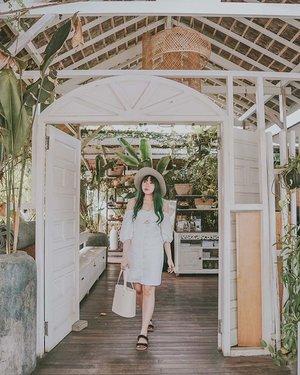 Summer vibes in @forevernewindonesia . . . 📍 Nook, Bali . . . . #forevernew #forevernewstyle #forevernewid #ootd #outfit #lookbook #clozette #clozetteid #travel #lifestyle #fashion #looksootd #cidstreetstyle