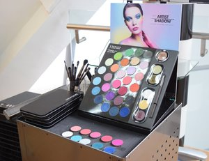 Make Up Forever 210 Artisan Shadows Launch