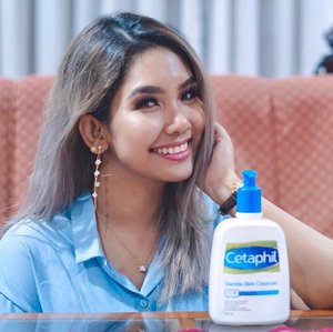 Alright you guys, so I have been using the @cetaphilmy Gentle Skin Cleanser for a good 3 weeks now and I have to say that I completely understand the hype around the products and the brand. The cleanser is really great, for its not only for dry skin but for all skin types (this is due to it being soap free, with no foam and fragrance so it doesn't dry out or irritate the skin), and is extremely gentle and cooling when applied 💙👍🏼 . Plus considering that I wear makeup quite often and am in need to something simple yet straightforward to do removal daily; this product fits the bill perfectly as it can remove light makeup. Just make sure that you cleanse your face again using the same cleanser after to double cleanse. The skin feels really soft and moisturized and there is a healthy glow to it too 👏🏼 . On overall, I am delighted and will definitely be in need of a repurchase soon. Highly recommended and worth checking out! 👍🏼💙 . #CetaphilMY #CetaphilGSC #CetaphilWorks #CetaphilReview #gentlecleansing #moisturising #soapfree #fragrancefree #trustedbydermatologists #skincare #beauty #clozette