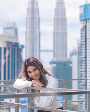 Greetings from the heart of KL and hope everyone is having a splendid Tuesday so far! 💙 . In the meantime, a brand new video will be dropping on our YouTube channel tomorrow, so subscribe if you haven't and look out for it soonest 🎉🥳 . Also there might be a little something for you guys in conjunction of the month of March too, so stay tuned! 💙 . 📸 @thenictionary . #upcominggiveaway #tuesday #youtubegiveaway #daymakeuplook #beauty #makeup #lipstick #lipsticks #underratedmuas  #undiscovered_muas #dayglam #makeupartistsworldwide #instabeeyou #instabeauty #kualalumpur #wakeupandmakeup #makeupobsessed #makeupartist #makeuplife #fiercesociety #favfulfeatures #makeup2019 #clozette