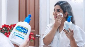 When it comes to my daily cleansing routine, I often opt for something that is effective, easy, affordable and straightforward.  Plus since I have been hearing such good things about @cetaphilmy , I decided to give a go at its Gentle Skin Cleanser, and you guys I can definitely see the appeal. . It gently cleanses and keeps the skin well moisturized without stripping it of its natural oils, unlike other cleansers that leaves the skin feeling tight after cleansing. The soap free and fragrance free cleanser doesn't dry out or irritate the skin either. It's simple enough to use;  especially when I am in the midst of going about my day too. On overall, it's a great product & a definite love 👏🏼❤️👍🏼 . #CetaphilMY #CetaphilGSC #CetaphilWorks #CetaphilReview #gentlecleansing #moisturising #soapfree #fragrancefree #trustedbydermatologists #skincare #clozette #skincarediscoveries