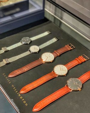 Getting a look at these beautiful watches at @DanielWellington New Flagship Store at @IonOrchard. Simplicity at its finest 👌🏻.. 💋Make a guess which one I bagged? ‼️Now till 25th April, get instant photo print outs exclusively in store! ⭐️Get 15% off code Crystal19 at www.danielwellington.com ⭐️ #DWIonOrchard #DanielWellington