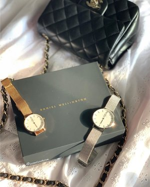 [NEW] My favorite Daniel Wellington's Petite Mesh watches are now available in a new grand size of 36mm.. ❤️I love this new size as I can share it with my hubs. Perfect unisex watch!.. ❗️With any watch purchase, you can get 50% off all bracelets!... ❗️Use code 'CrystalW' for an EXTRA -15% off at www.danielwellington.com or at any of their retail stores in Singapore & Malaysia... ✨Offer ends 2nd September. It's free shipping on all orders too! #DanielWellington #DWSingapore #DWinSG