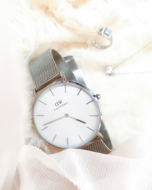 Daniel Wellington Petite Mesh in Sterling is a perfect match with my accessories. ⭐️Get a 15% off with code 'CrystalW' at www.danielwellington.com & half price any classic bracelet with a watch purchase! FREE SHIPPING TOO!  #DanielWellington #DWSingapore #DWinSG
