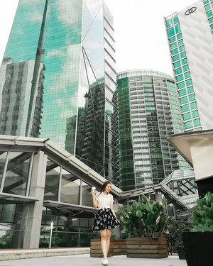 Reaching for the sky with coffee as my fuel 😆 missing the Chestnut Black Tea Latte from @mystarbucks already :( . Wearing my new floral skorts here. Best part? It has pocketsss!! We girls use pockets too ohkay..