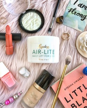 Happy Tuesday! •• Sharing some of my current favourites, such as the @legology.uk Air Lite cream. Works so well in giving my legs some life, especially after a long day and dead lifts 😂 •• Also, I was wondering, are you guys interested in me sharing my book notes of the books I've read? I was thinking of doing posts about some lessons learnt from the book as well as my favourite quotes. Do let me know in the comments below if you're into it 🙏🏼 •• #clozette #legology #littleblackbook #toofacedsg #cliosg #makeuprevolution