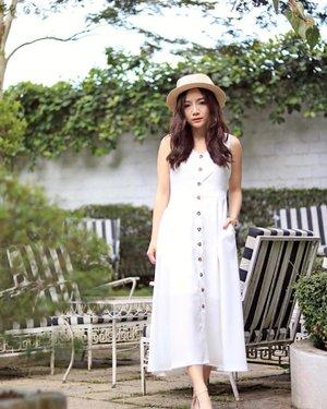 My favorite kinda slip-and-go midi dress that takes me anywhere, wearing @ohvola