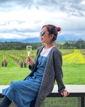 A perfect chill day sipping wine 🥂 #happinessinaglass • • • #carinnxtravel #carinninaustralia #carinninmelbourne #yarravalley #domainechandon #winery #winetasting #sparklingwine #melbourne #australia #whatrinnwore #clozette #spring #autumnoutfit