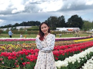 A day in the tulip fields 💐🌷 • • • #throwback #carinnxtravel #carinninmelbourne #carinninaustralia #whatrinnwore #tesselaartulipfestival #tulips #solotravel #clozette #flowers
