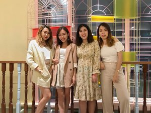 Beige #bffootd w my #CMNSgirls. 👯‍♀️👯‍♀️Level of craziness is ⬆️ when we meet from north, south and central Malaysia. Swipe for more randomness 😆 • • • #bff #squadgoals #bloggerbabes #bloggerbesties #bloggerbuddies #bloggers #throwback #carinnxtravel #clozette