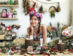 It's the last day of March, and we are officially entering the 2nd quarter of the year 😱 #throwback to @canmake_malaysia Fairy Secretland event where I got to indulge in my fantasy of being a fairy and immerse in the beautiful floral surrounding of @thehappcafe! Unknowingly, my #canmakemalaysia collection is growing cos their eyeshadows and blushers are travel-friendly and so good to use. Congrats on the new released products, the dry rose coloured blushers are a MUST collect for every girl! 🌹😍 • • • #carinnbeautydiary #canmakefairysecretland #event #happcafe #clozette #fairy #blogger #sponsored #flowers #makeup