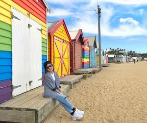NGL, I edited the sky to make it more vibrant 😂 Always wanted to check out the Brighton Bathing Boxes, checked ✅! • • • #carinnxtravel #carinninaustralia #carinninmelbourne #australia #melbourne #brightonbeach #brighton #brightonbeachboxes #throwback #bff #beach #clozette #whatrinnwore