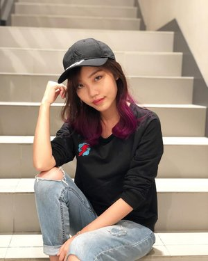 Touched up my purple hair with colour treatment and yes, this time it lasted so much longer and is so much smoother! 🦄Thanks @number76_desmond as usual 😃😃 • • • #carinnxnumber76 #number76my #number76paradigmmalljb #number76jb #blogger #sponsored #ombrehair #clozette
