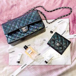 All things @chanelofficial makes me happy. . . . . . #mselaineheng #clozette #style #instyle #trendsetter #ontrend #chanel #ootd #fashion #stylish #perfume #fragrance #fashionista #chanelbag #caviarskin #lambskin #chanelwallet #bags #wallets