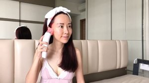 """""""There are no ugly women in the world, just lazy ones."""" Ok, I am guilty of being a lazy woman who does not spend enough time to take care of my skin.  Luckily I have @clariancysg Calla Lift to the rescue!  This skin renewal device is great for me it has a 3-in-1 technology, comprising of radio frequency, vacuum suction and red LED light to help me achieve youthful, glowing and radiant complexion.  Best part is I only need to spend 10-15 minutes each time, 2 times a week, using Calla Lift.  How wonderful this is for people who are strapped for time!  #clariancysg #callalift"""
