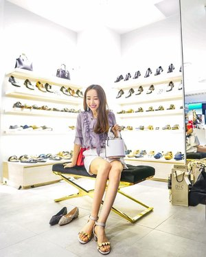 Shoes galore at the the grand opening of New D&C, Design & Comfort Concept Store at @sunteccity!  So comfortable, trendy and stylish that I got 3 pairs of @designcomfort heels home💪 . . . . 📷: @ivannavich . . . . . #designcomfortsg #heels #shoesoftheday #fashion #fashionista #fashionblogger #mselaineheng #clozette