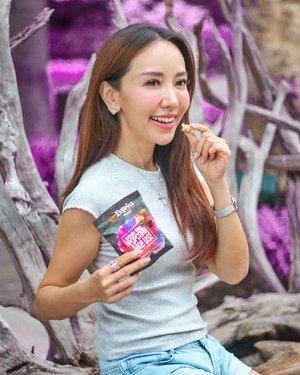 Discovering the child in me with my@eureka_snack_sggourmet popcorn mini pack!  Out of 21 flavours – caramel, cheese, sour cream & onion will beavailable at 200 snack vending machines island-wide as mini pack (15g), which is convenient and easy on-the-go.  Some promotions which you meant be keen in:  Present a mini pack of myEureka Singapore Gourmet Popcorn and enjoy 20% off the final bill (excluding gift box set) at any of its 4 retail outlets (Westgate, Raffles City, Jewel and Vivocity) till 30 November 2019. Take a selfie with myEureka Singapore Gourmet Popcorn mini pack, follow and tag @eureka_snack_sg and share any of the 200 vending locations. Stand to win 10 sets of 3 myEureka popcorn – Caramel, Cheese and Sour Cream & Onion – in 70g (10 winners) . . . . . . . #myEurekaSingapore #gourmetpopcorns #popcorns #mselaineheng #clozette
