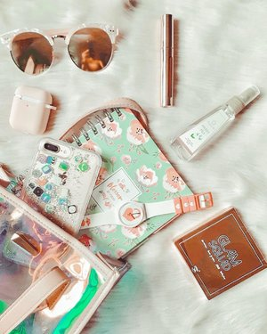 I am always on the go and I never forget to put cologne on my bag🌷 . . Perfectly I find this cologne from @fragranceboxph that is so perfect for me💜 . . What I like? ✔️sleek packaging perfect on small bags ✔️ the fruity scent that is not just perfect not to sweet and not too strong ✔️it is also affordable, this 50ml. just cost Php160.00 on Lazada and Shopee (and check now i think it's on sale💜) Follow them here in IG and Facebook Page (Fragrance Box).Watch out for more of their products that I'm sharing with you guys on my next posts!!!🌷 #lifestyle #lifestyleblogger #sharingiscaring #bloggersph #bloggersofthephilippines #bloggersofinstagram #girlblog #girlblogger #bloggersunited #blogger #bloggerph #bloggersngpinas #bloggersofig #bloggersofinstagram #clozette #lifestyleblog #contentcreator #contentcreatorsofthephils #theclassicsph #phinfluencers  #bloggerxph #yeonivespresets #saansaph #flatlaywithme #fragrancebox #fragranceboxph