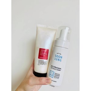Another empties post - Morning Cleanser!  Used up @cosrx Salicylic Acid cleaner and replacing it with @etudehousesingapore 's SoonJung just because I have it lying around my drawer. I'm quite excited to try this in conjunction to the toner and moisturiser.  What are you thoughts on this cleanser? . . . . . . . . . . . #etudehouse #makeupblog #beautyblogger #beautyblog #cleanser #kbeauty #koreanmakeup #뷰티방송 #k뷰티 #메이크업 #discoverunder10k #discoverunder1k #igsg #clozette #뷰티블로거 #뷰티그램 #kbeautyaddict #k뷰티 #한국화장품 #abbeatthealgorithm #abcommunity #oneemptiesonenewbie