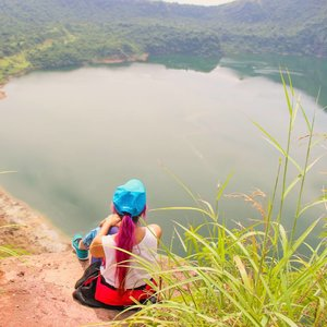 On the mouth of an active volcano. I can't believe something this beautiful  and amazing could bring such death and destruction. #asia #philippines #tagaytay #mountain #trek #climb #volcano #travel #travelbug #traveller #travelblogger #travelicous #culture #trulyasia #travelgram #instatravel #juliaantoinette #travelicious #travelbabe #traveladdict #travelinspo #travelinspiration #clozette