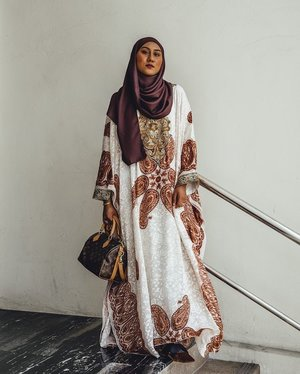 Recycled an Eid look for a solemnization last weekend ♻️ See more of this look on my blog www.AFFORDORABLE.com, click link in my bio!