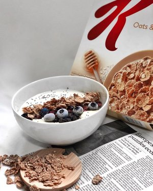 I feel better all day if I start off by eating healthy. • Breakfast is simple: yoghurt with fruits and healthy cereal from @kelloggssingapore #PoweringYou with the right nutrition and energy to get through a busy lifestyle! It contains Folic Acid, Iron, Vitamin D, Vitamin B12, Vitamin B3 & Vitamin B6 🥣 . . . . . . . . . . . . . . . . . . . . . . . . . . . . . . . . .  #healthyeating #healthydiet #healthyliving #healthylifestyle #healthybreakfast #nutrition #healthsg #healthysg #sgigfoodies  #clozette #cereal #healthyfood #healthysnacks #healthycereal #cerealhunters #cereals #cereallovers #breakfastideas #healthyme
