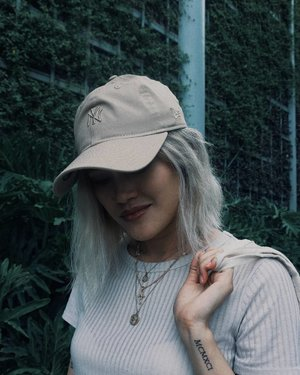 A @neweracapph baseball cap to 'cap off' the look