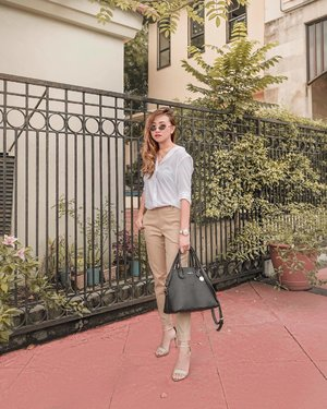 Posh and simple.  Something I'd wear during meetings. ☺️ Whole outfit from @uniqlophofficial. ♥️ 📷: @davidapiado  #clozette