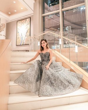 Shine like the whole world is yours. ✨✨✨ || Dress from @whitelabelbridal  Makeup by yours truly. ♥️ || 📸: @davidapiado  #ebloggersball2018 #clozette