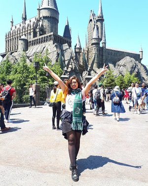 mandatory hogwarts photo because it's september 1st 🧙‍♂️🧙‍♂️🧙‍♂️🧙‍♂️