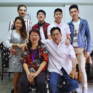 WE ARE FAMILY |  CNY mandatory family shot 📸 #MeineArtvonGlückDC #clozette #cny #cnyshot #familyprotrait #CTMonde2019