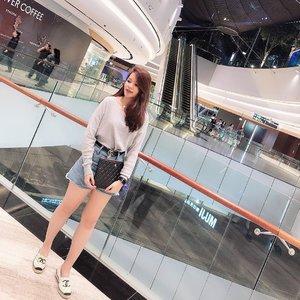 Last night, my Big C say she don't like to take straight pictures nowadays 😅 . . . #clozette #sgblogger #singaporeblogger #follow #followme #ootd #selca #selfie #selfstagram #poppyshootrandoms #love #pretty #iger #igsg #instadaily #vscocam #vscosg #photooftheday #potd #iphonegraphy #iphonex #asians #instaphoto #postthepeople #poppyweekends #casualstyle #chanel #throwback #tbt