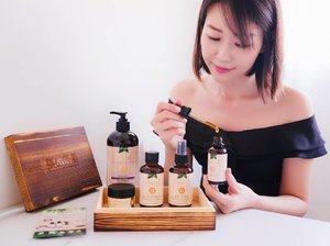 Choose the right natural skincare for your face!  From the selection of the most beneficial oils from all over the world, A'kin harvest the goodness of the plant by the most suitable extraction method to protect the vitamins and nutrients from heat and oxygen.  Their skincare is designed to nourish and enhance the appearance of our skin, just as nature intended.  From the left to the right, I have the  1️⃣ Lavender relaxing body wash 2️⃣ Calming Day & Night cream 3️⃣ Cleansing micellar water 4️⃣ Hydrating Mist toner 5️⃣ Certified Organic Rosehip oil  These products contain no parabens, no sulfates, 100% vegan and not tested on animals.  Check out more products at @akin.natural