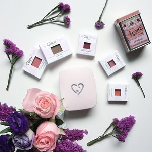 Chasing away the blues with shades of pink and purple😊 Here a shot of my #Glampact before I assembled the #makeup modules according to my liking! Loving the freedom of it so far~ #beauty #beautyblogger #beautyflatlay #beautywithbrain #beautyblogger #Clozette