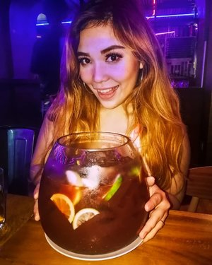 Note to self: A fishbowl of this size with alcohol inside only LOOKS good. 🤦🏻‍♀️ And yes, I've given up the hard liquor for permanent Tita-ness, and to protect my bleeding stomach. 😂  #NewYear2019 #birthday #latepost #happiness #Miadventures #MiaTravels #clozette #clozetteph #titamode
