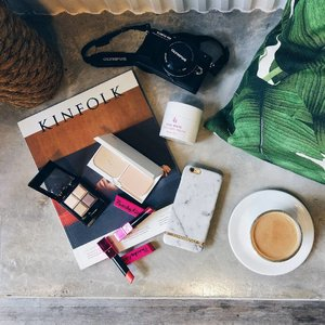 Essentials for the weekend.  1. Make up @hermomy @zacosmeticsmy 2. Latte 3. Camera  4. Good company @sxnflxwer_ 😘  Wanna tell you guys a fun fact, the first make up brand I own was ZA. Love how vibrant and edgy ZA packaging are now. Can't wait to show you guys this two lip colour I got 😘 What are your essentials for a great weekend?  #Hermomy #clozette #zacosmeticsmy