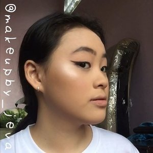 🦍Follow (me) @makeupby_jeva for more makeup💄 videos and photos • ⚡️Black and bold liner⚡️ ~~~~~~~~~~~~~~~~~~~~~ Foundation @wetnwildindonesia  Mascara @benefitindonesia  Blush @canmake_official  Eyebrow @absolutenewyork_id  Contour @beautycreations.cosmetics  Highlighters @beautycreations.cosmetics  Concealer @maybelline  Pressed powder @colourpopcosmetics ~~~~~~~~~~~~~~~~~~~~~ for more details on the product that I use on this look, comment down below  #hudabeauty #nyx #maybellinefitmefoundation #lagirlcosmetics #makeup #lagirlproconcealer #jevamakeup #sephoraid #mnyitlook #absolutenewyorkid #nyxcosmeticsid #rudecosmetics #prsearch #clozette #makeuptutorial #makeup @tampilcantik #lagirlindonesia