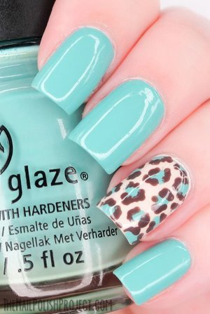 turquoise-mint nails!