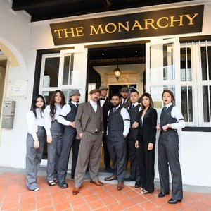 Congrats to the @themonarchysg on your opening! I wasn't able to come by yesterday for the launch (sadly) but I'm in love with the concept of sipping British cocktails with artwork of monarchs/icons - and your dapper suits from @kevinseahbespoke. 👏🏻