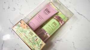 "Bought @pixibeauty during @sephorasg 20% sales as I have been wanting to try it out(as usual) and also in need of a new facial wash. This is also how I save money and still able to try new products. Just glad that my skin isn't that sensitive for using different products most of the time. . Currently using #pixibeauty Glow Tonic because I want to have a GLOWY skin, so far I still can't tell any different. 😂😆 Probably it will be well off for people who are sensitive. . I picked ""Rose"" mainly I love the scent of it and also rose has the effect of anti inflammatory properties and able to flood my skin with H2O which I'm lacking of. . Chamomile helps in decongest clogged pores hence a good friend of acne prone skin(ME). . I have yet read the rest of the ingredients list so I can only tell you this much. Oh thanks to @deborah_diamond_minus for helping me to get it physically. 😆 . . . . . . . . . . #makeup #sgbeautyblogger #clozette #igersingapore #sasasingapore #beautyvlogger #hoodedeyelids #myartistcommunity #makeupporn #muashootingstar #sginsta #makeupartistsg #singaporemakeupartist #muasg #sgbeauty #beautycreator #makeupsg #makeupartist #skincare #sephora"