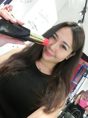 Hello! My first photo on Clozette :) just attended an #esteelauder event @ sunway pyramid just now! I just bought their new lipstick n I love it! Go try them out